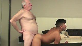 Daddy Carlos trading fucks