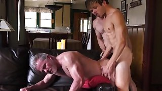 Poppers Trainer - Dad, Son and Pig Fun