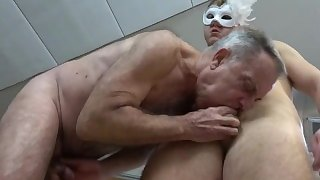 Nasty Old Gunther finishing up mysterious Twink